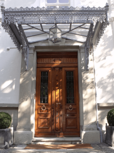 luxury_villa_zurich_entrance_knocker